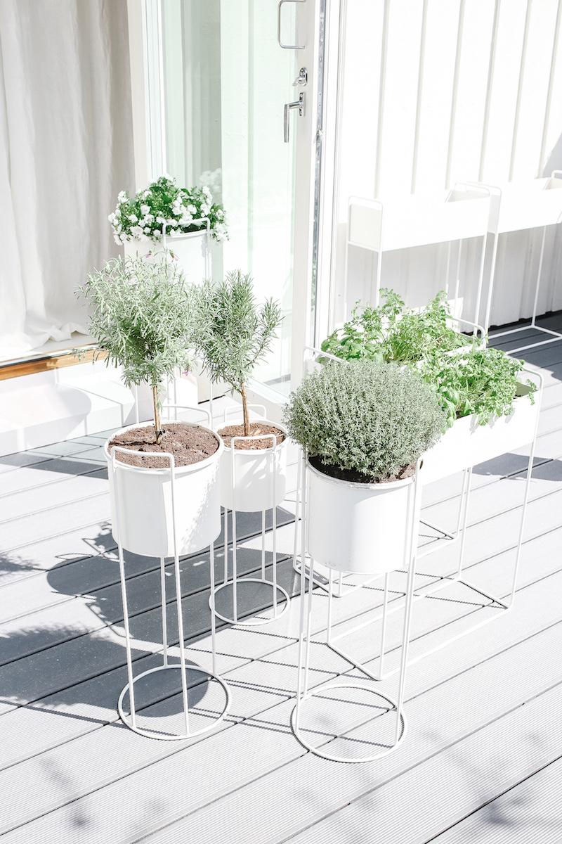 Homevialaura, jalallinen kukkaruukku, kukkalaatikko, moderni valkoinen ruukku, yrttien kasvatus, yrttien viljely