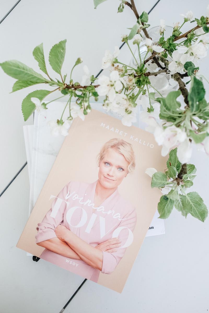 Homevialaura, lukeminen, self help -kirjat, hyvä elämä, Maaret Kallio, Voimana toivo