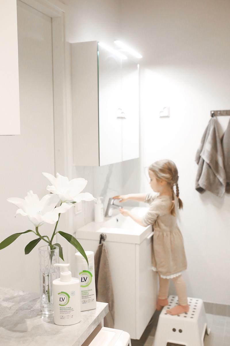 Homevialaura, kylpyhuone, kodinhoitohuone, kotimainen biohajoava saippua, LV