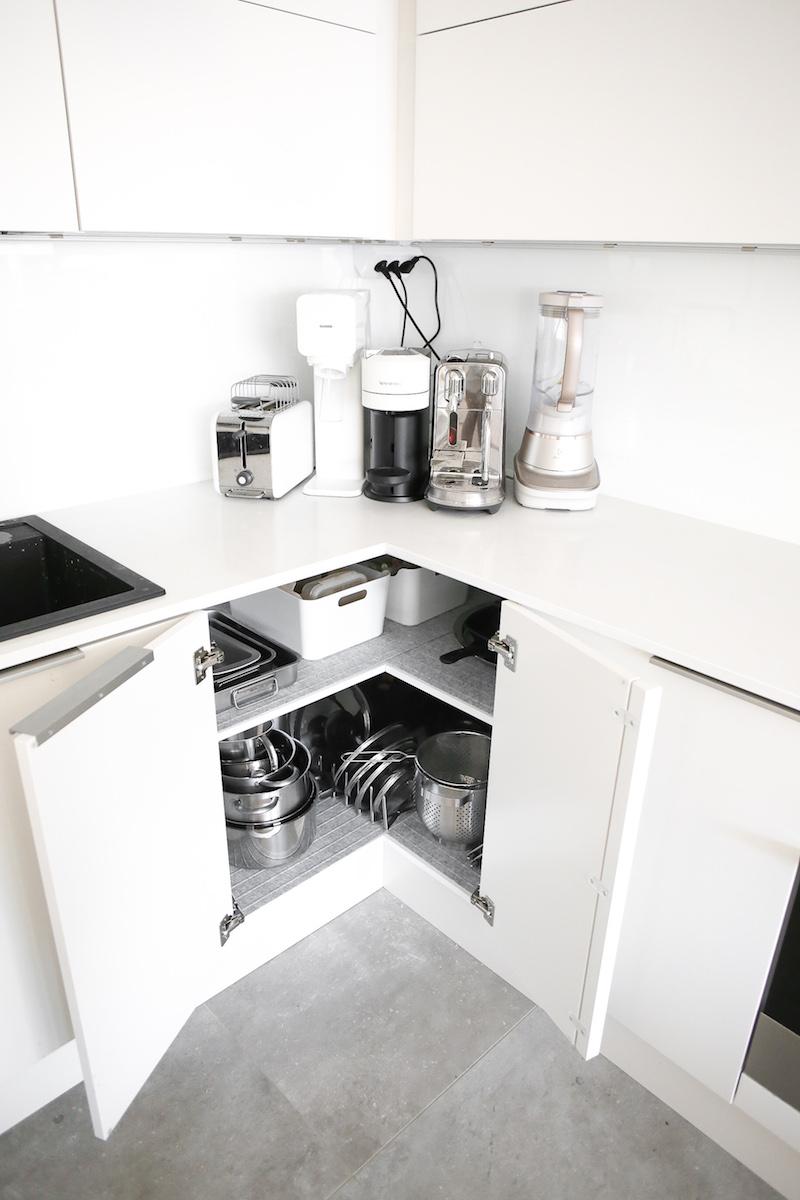 Homevialaura, keittiön kaappien järjestys, kulmakaappi