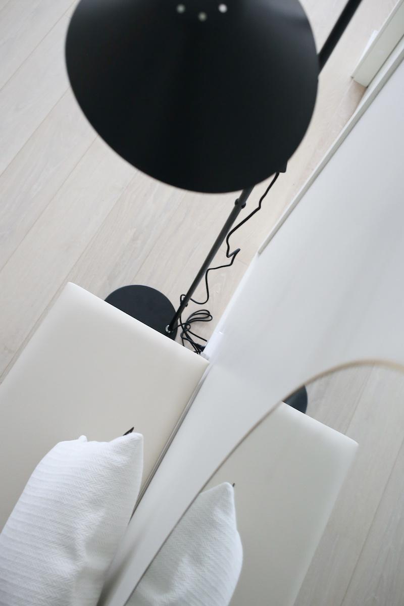 Homevialaura, musta lattiavalaisin, Ellos Home Nathan