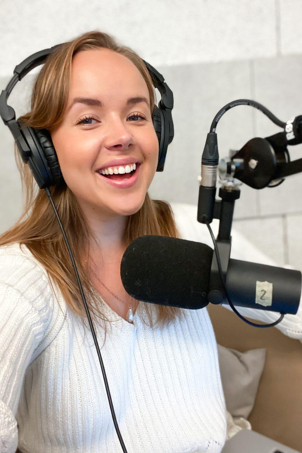 Homevialaura, Kaunis järjestys podcast, järjestys lapsiperheessä ja tavarakasvatus, Sara Parikka