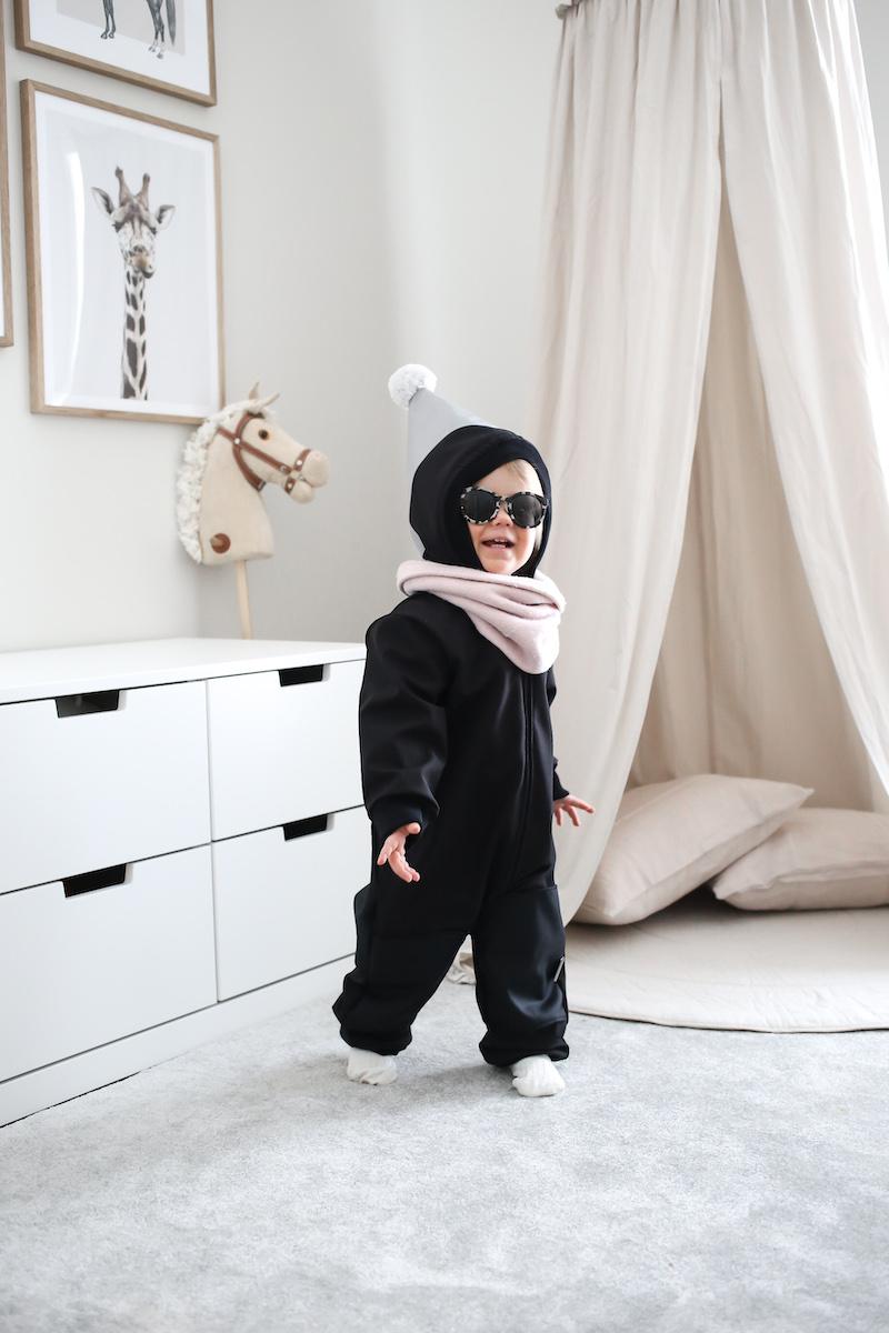 Homevialaura, ILOA Viima, lasten välikausihaalari, musta softshell-haalari, unisex, kotimaiset lastenvaatteet