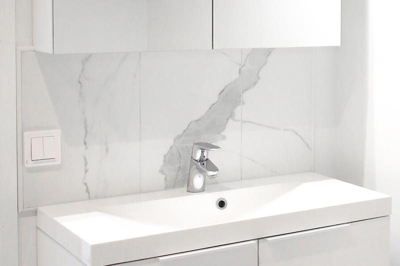 Homevialaura, välitila, marmorilaatta