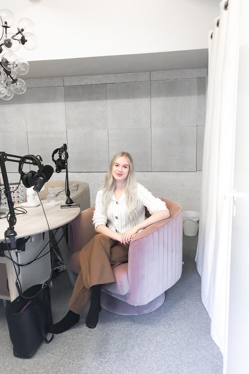 Homevialaura, Kaunis järjestys podcast, Kiira Vuorinen, KonKiira, ammattijärjestäjä