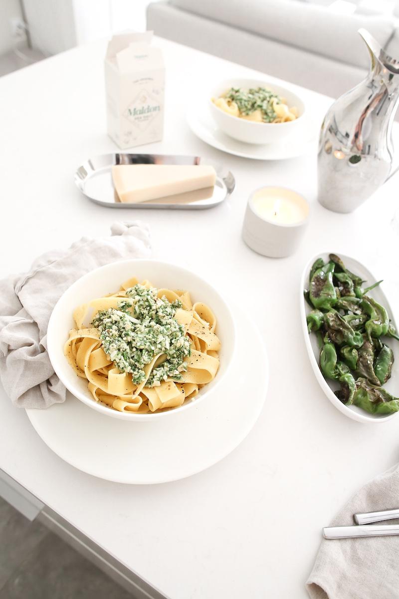Homevialaura, itse tehty pesto, pasta, pimientos de padron